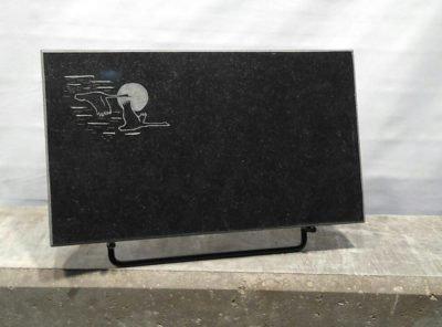 Надгробный-плит-мотив-Лебеди-40x25x3см