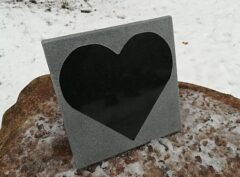 Надгробный-плит-сердце-20x20x2см