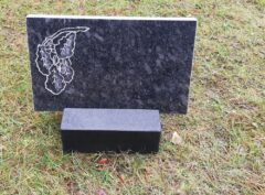 Надгробный-плит-мотив-дубовая ветвь-40x25x3см