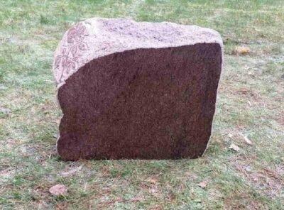 Hauakivi-maakivi-roos-44x35x13cm