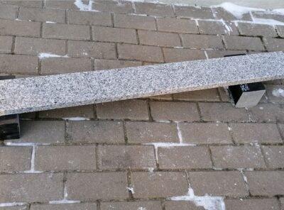 Светло-серый гранит 12×2,5см надгробный материал