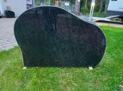 Памятник-Карелия-55x83x15см